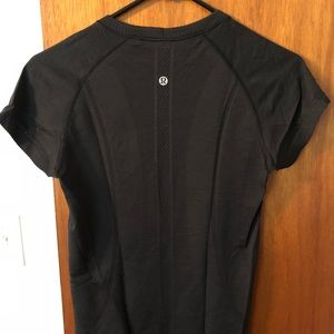 Lululemon Swiftly Tech Short Sleeve. Black. Size 6